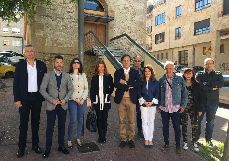 García Carbayo se compromete a llevar una programación cultural estable, gratuita y de calidad a los barrios de la ciudad con la puesta en marcha de una nueva Red de Espacios Culturales